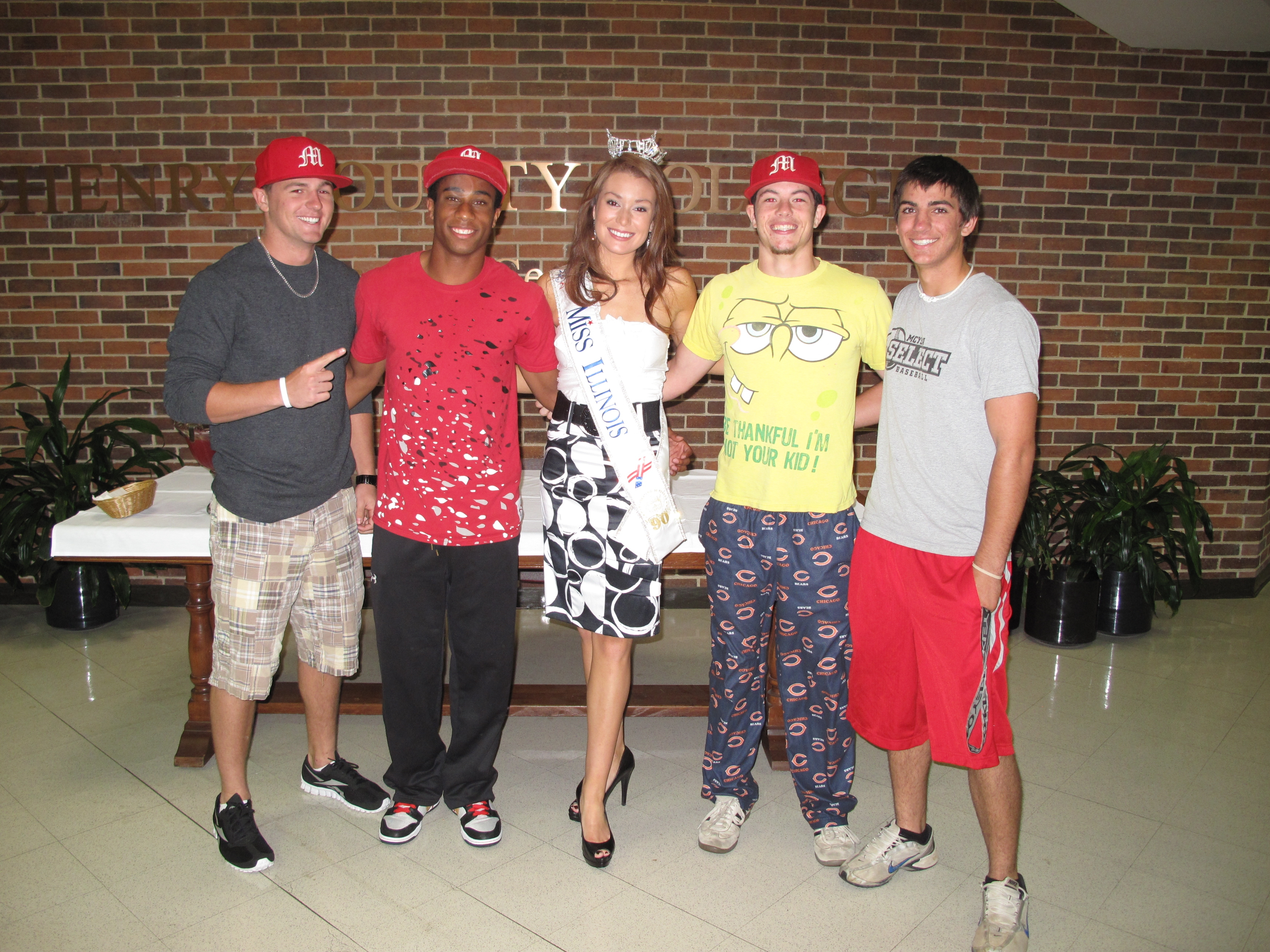 Illinois mchenry county huntley - Miss Illinois Hannah Smith Meets With Members Of The Mchenry County College Baseball Team Photo Provided By Mchenry County College