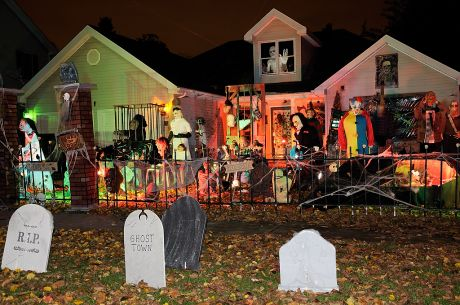first place winner in the 2009 haloween house decorating contest - Halloween House Decorations