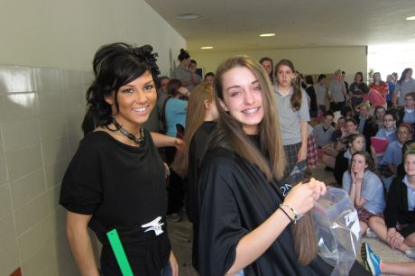 Donate Hair  Cancer on Over 10  Of Resurrection Students Donate Hair For Cancer Patients