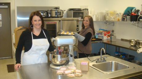 Entree Kitchen Supports Small Business Winfield News Photos And